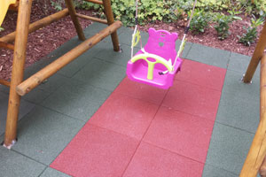 Fallschutzmatten schützen ihr Kind vor schweren Verletzungen